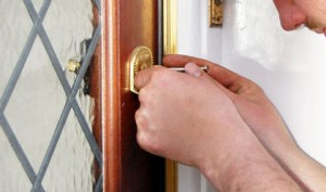 Residential and commercial emergency locksmiths